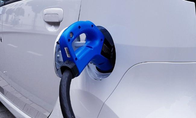 Postes de carga para vehículos eléctricos